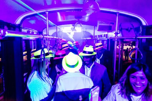 party-in-tram-milano-addio-celibato-festa