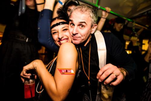 party-in-tram-milano-festa-a-tema-maschera
