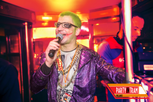 party-in-tram-milano-joker